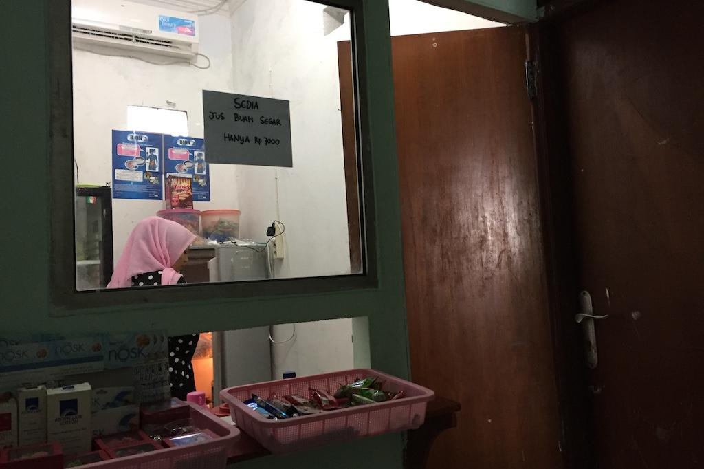Loket Belakang Kantor Kesehatan Pelabuhan Soekarno Hatta Jakarta