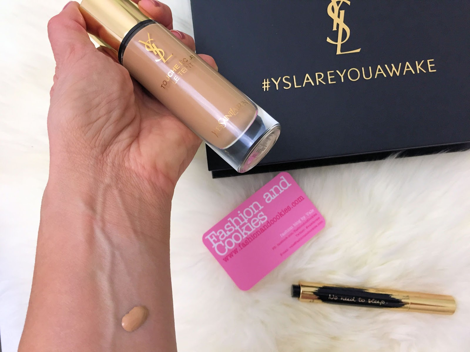 YSL Touche Éclat Le Teint foundation swatch on Fashion and Cookies beauty blog, beauty blogger