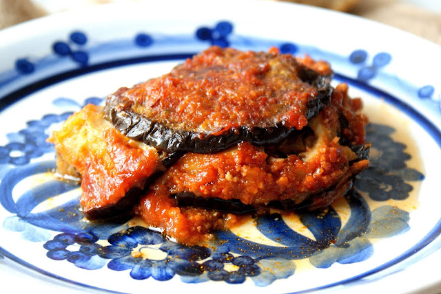 parmigiana di melanzane,henryk kania,katarzyna franiszyn luciano,kuchnia wloska,najlepszy blog kulinarny z kuchni do kuchni,sos pomidorowy,kuchnia sysylijska,bakłażany,zapiekanka z bakłażana,