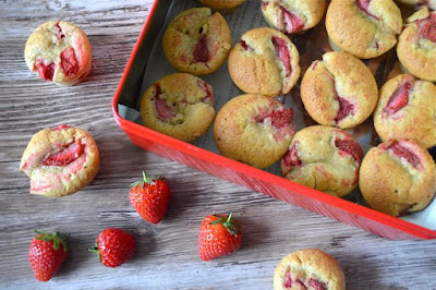 Strawberries scream summer, so why not take some in the form of these strawberry cream cakes for your next family picnic