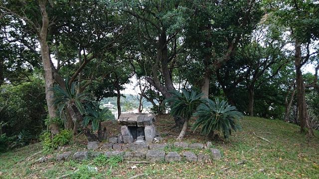 ウフンミウタキの頂上の写真