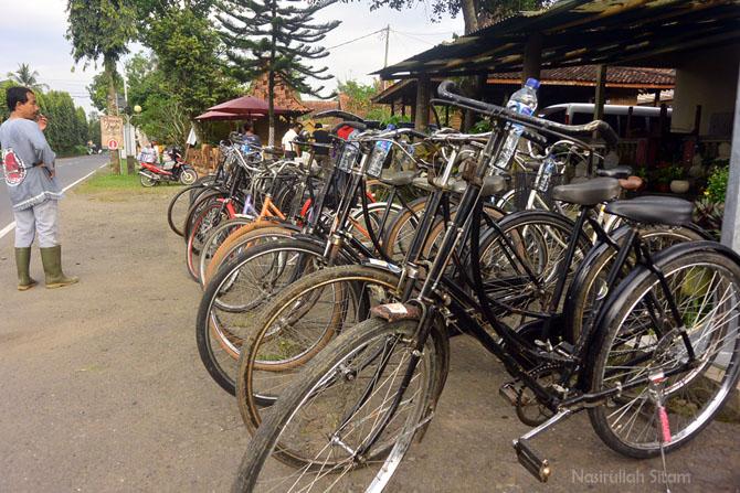 Deretan sepeda ontel yang direntalkan