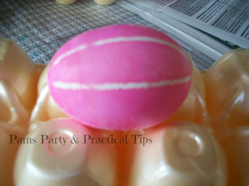 Use rubber bands to make lengthwise stripes on egg