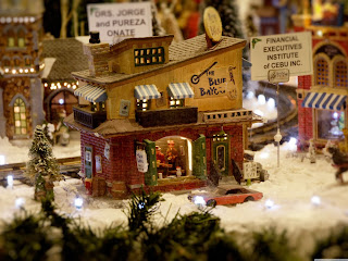 Toy_city_in_the_winter_Christmas_decorations