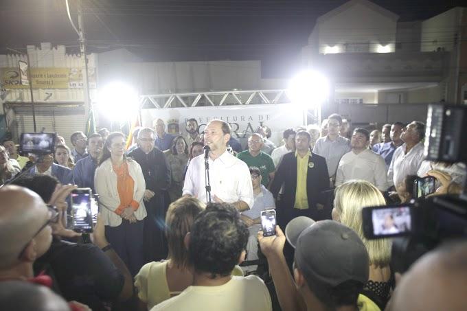 Prefeito Ivo Gomes e presidente da Câmara entregam praça Dom Jerônimo reformada à população