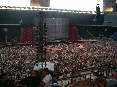 panggung konser musik paling ramai