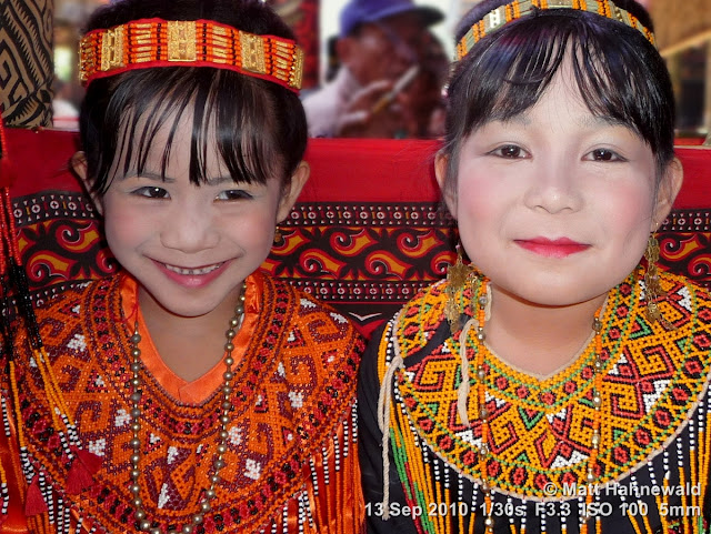 close up, double portrait, street portrait, people, Indonesia, South Sulawesi, Tana Toraja, Rantepao, folk costume, Toraja traditional garment, young girls, young Toraja girls