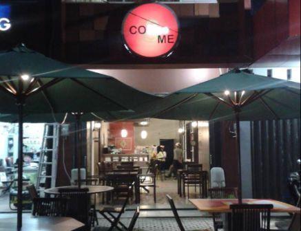 gambar cafe terkenal dan ramai pengunjung