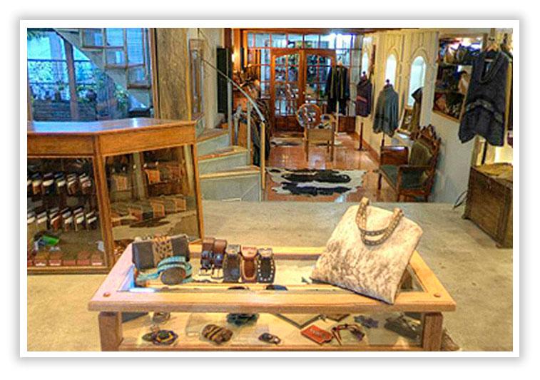 tienda especializadas en cuero Cotacachi - Ecuador - SuperPhotoPro