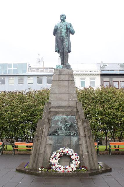 פסלו של יון סיגורדסון