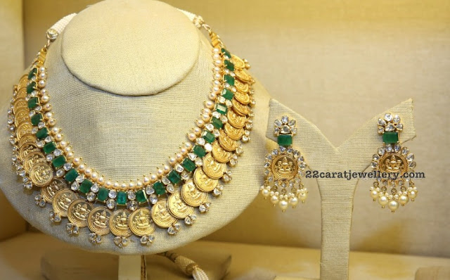 Kasu Necklace with Emerald and Diamonds