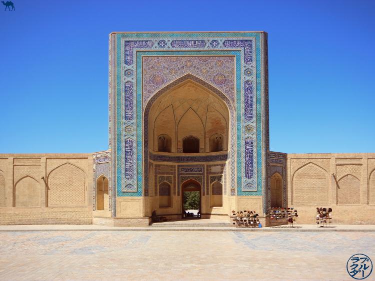 Le Chameau Bleu - Blog Voyage Ouzbékistan - Visite de la Mosquée Kalan