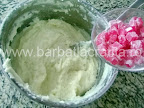 Prajitura cu biscuiti preparare reteta - punem rahatul in cealalta crema de gris