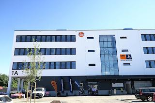 KTM continúa su expansión internacional con nuevos centros en Alemania y Filipinas - Fenixmoto blog