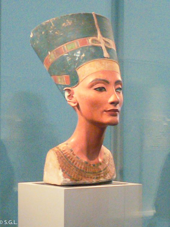 Busto de Nefertiti. El museo nuevo de Berlin