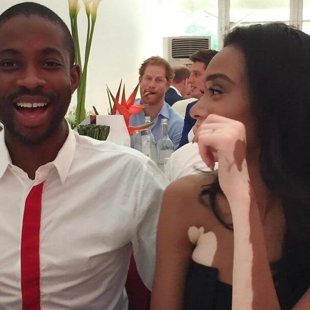 27 Hilarious Pictures Of Celebrities Photobombing Common People