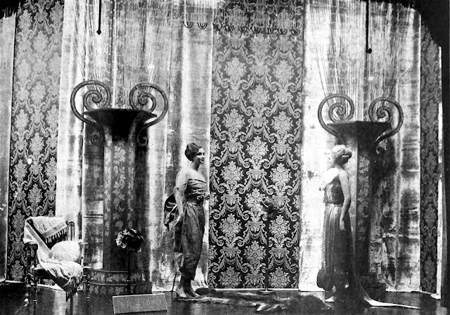 1917 window display mannequins photograph