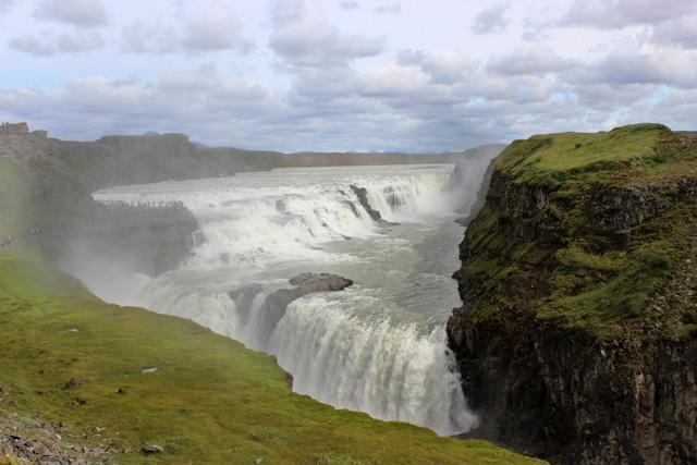 Gullfoss está formada por dos caídas de agua