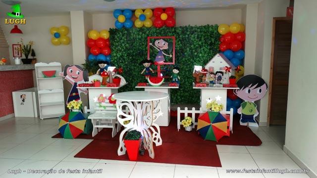 Decoração festa de aniversário infantil tema O Show da Luna - Mesa temática provençal simples com muro inglês