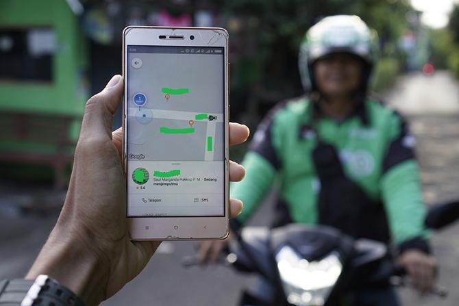 Bepergian menggunakan Gojek Indonesia