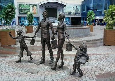 Εκατοντάδες αγάλματα της Παραδοσιακής Οικογένειας ανεγέρθηκαν σε όλη τη Ρωσία3