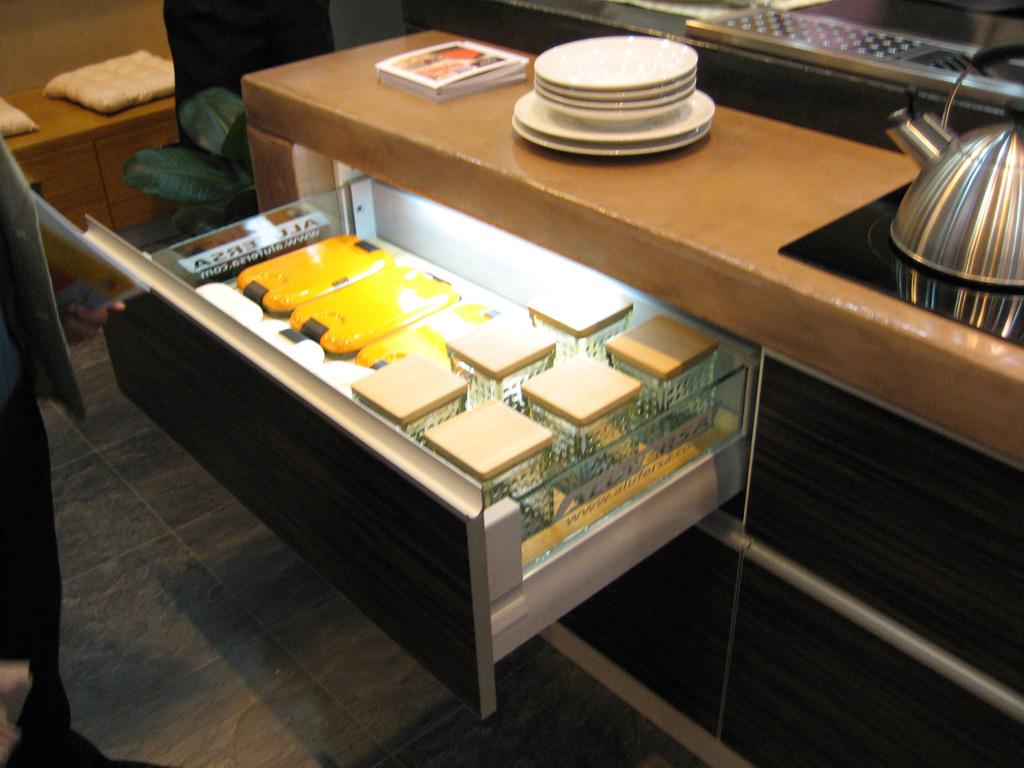 La iluminaci n integrada en la cocina cocinas con estilo - Iluminacion encimera cocina ...