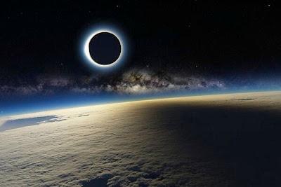 Un eclipse visto desde la estacion espacial internacional