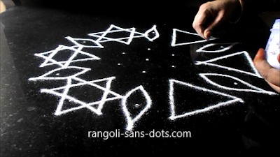 9-dots-muggulu-1111ad.jpg