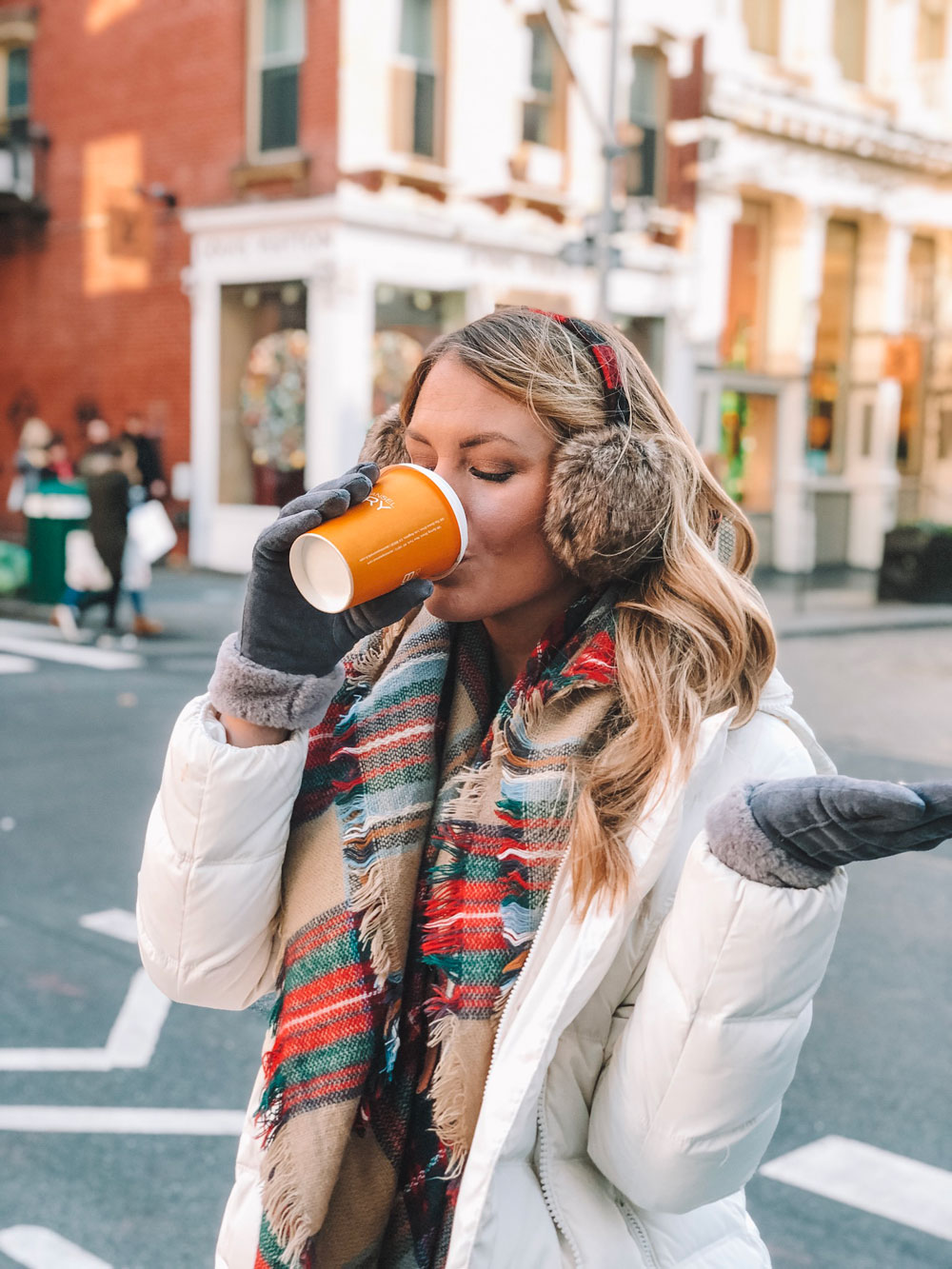 Oklahoma blogger Amanda Martin enjoys coffee and Christmas in New York City