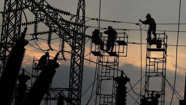Sebagian wilayah di Banjarbaru Minggu (6/1/2019) gelap gulita menyusul gangguan listrik di saluran udara tegangan tinggi.  Sejak pukul 20.30 Wita, listrik mendadak padam.