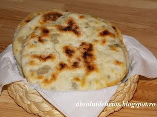 http://absolutdelicios.blogspot.ro/2015/12/placinta-cu-carne-si-ciuperci-la-tigaie.html