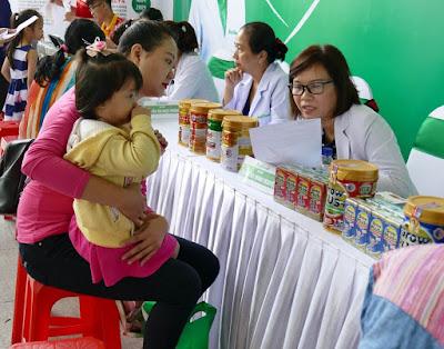 Bổ sung sữa đúng cách để con tăng cân nhanh chóng
