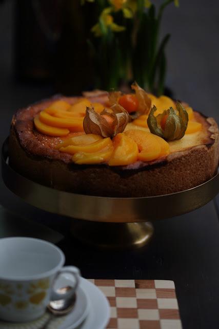 persikka-rahkatorttu