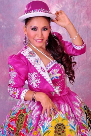 Foto de Anita Santivañez con traje típico