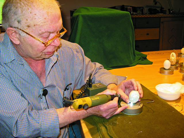 Ukiran Rumit Di Kulit Telur Karya Seniman 72 Tahun