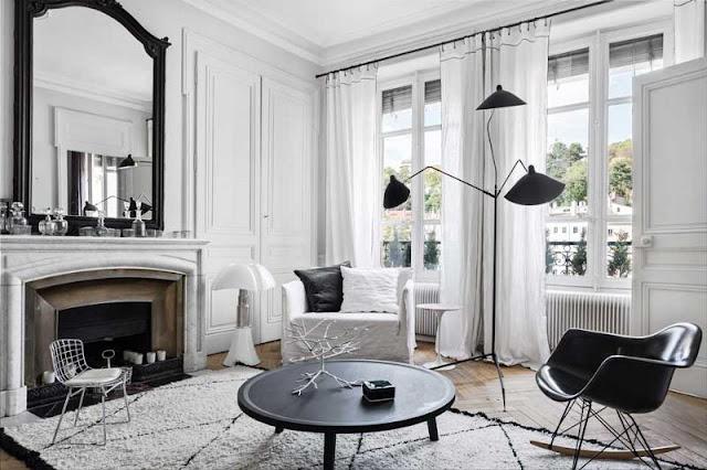 Appartement tout en contraste blanc et noir par la Maison Hand.
