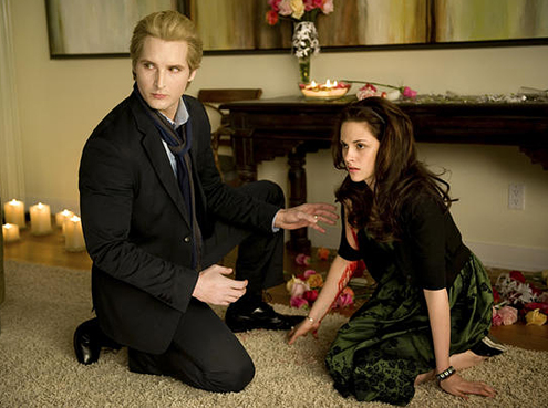 Kristen Stewart and Peter Facinelli in The Twilight Saga: New Moon 2009 movieloversreviews.filminspector.com