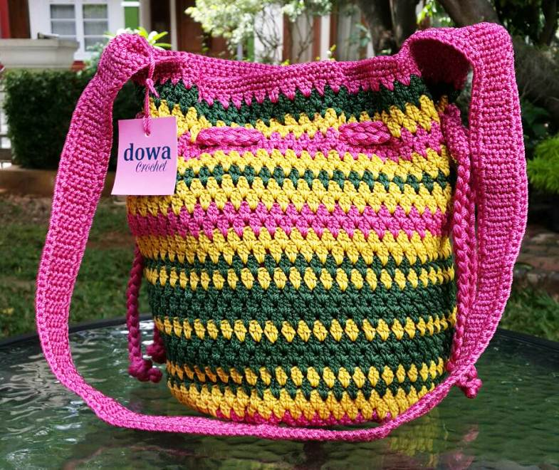 Model Tas Rajut Dowa Warna Pink Kombinasi Kuning