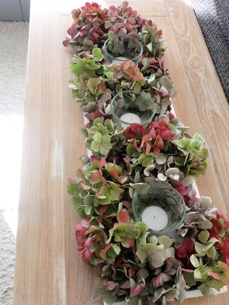 Hortensientablett mit Kerzen