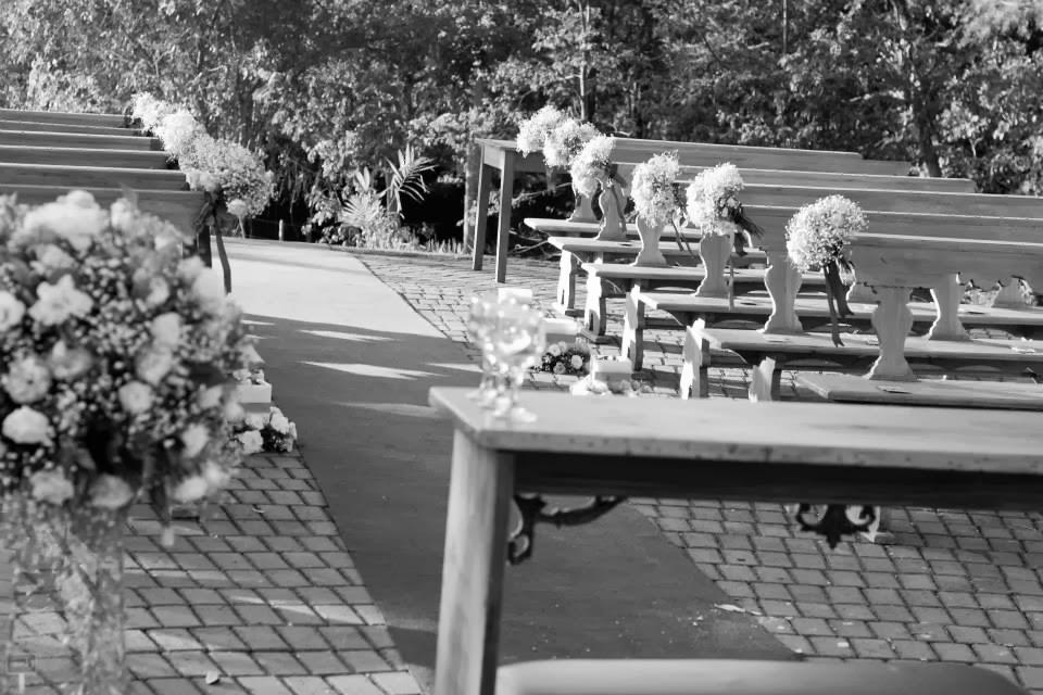 cerimônia - casamento ao ar livre - decoração - casamento de dia - flores - bancos na cerimônia -vale verde betim
