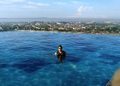 http://www.sukrisnosantoso.com/2016/06/berenang-di-kolam-renang-tertinggi-di.html