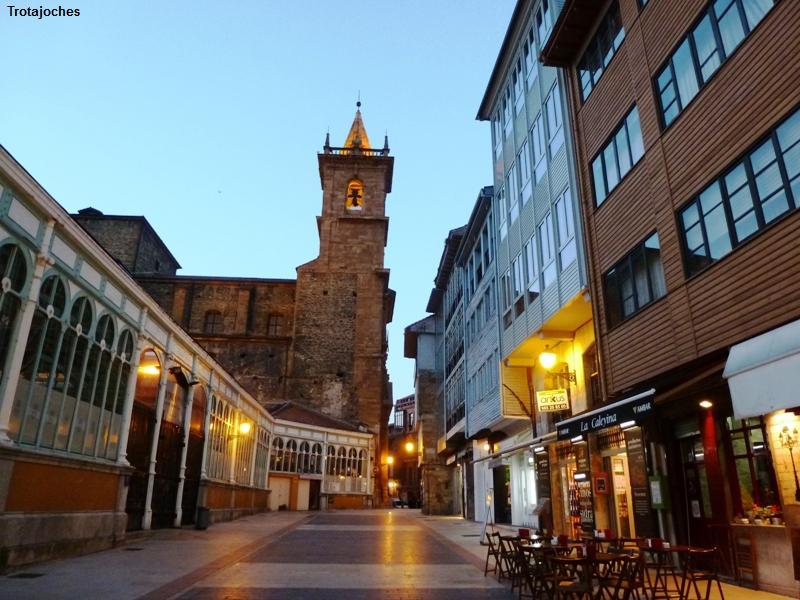 Oviedo con ni os ruta a trav s de sus estatuas for Oficina de turismo oviedo