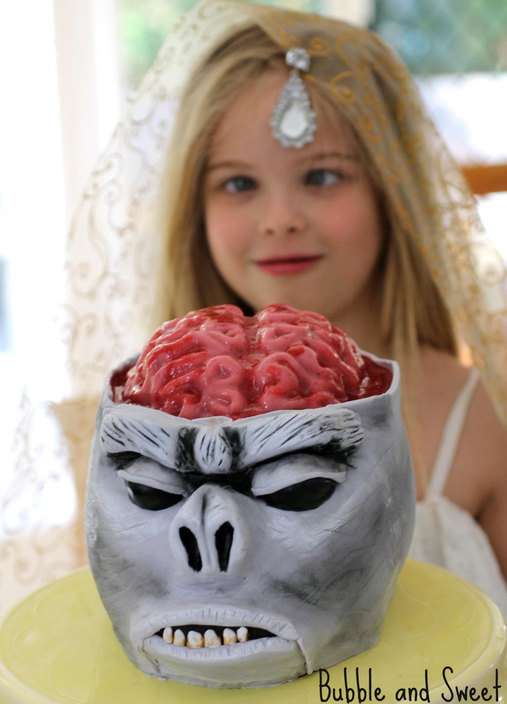 Bubble and Sweet: Monkey Brain Cake with Jelly Brain Tutorial