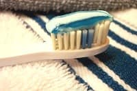 Dentifricio contenente triclosano