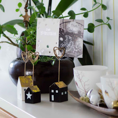 Weihnachtliche Holzhäuschen als Kartenhalter: Weihnachtskarte: Niwibo