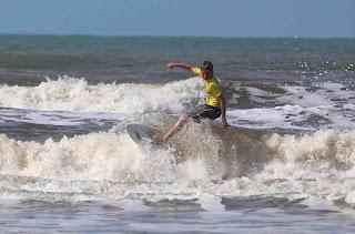 Ilha verão Esporte e Lazer promove Festival de Surf, Escultura na Areia e Recreação