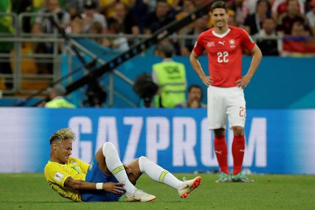 Neymar foi um dos alvos da forte marcação suíça na estreia da Seleção Brasilera