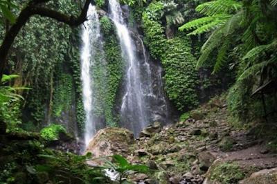 Air Terjun Jumog, air terjun yang satu ini terdapat di hutan dengan berbagai macam tanaman yang terdapat disekelilingnya