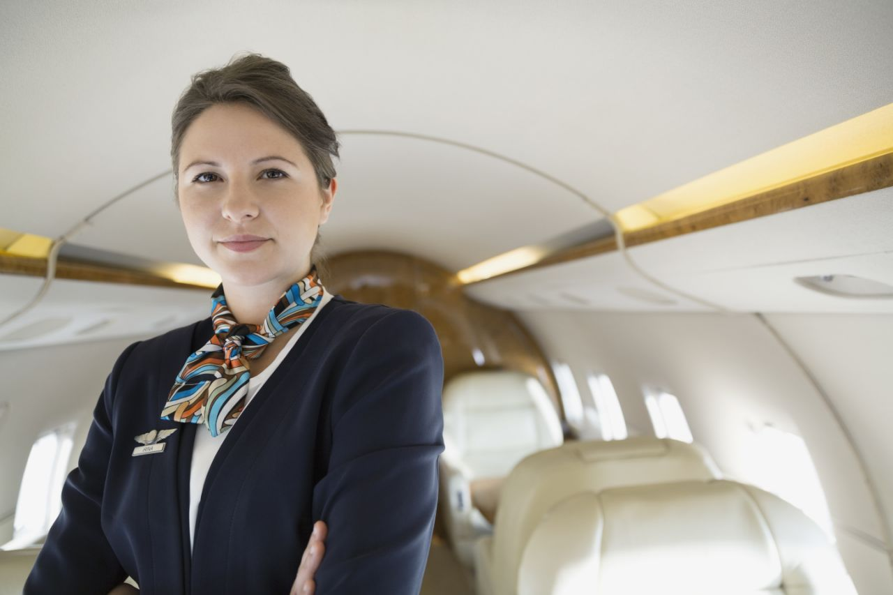 A quick-thinking flight attendant dealt with a passenger who demanded a window view midway through a flight.