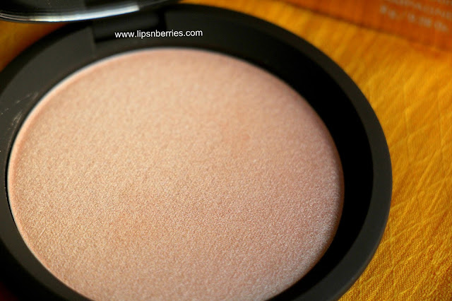becca champagne pop pressed powder review